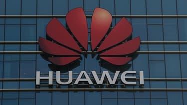 """""""Nous devons reconnaître le fait (...) que l'État chinois agit parfois de manière malveillante"""", a souligné le ministre de la Défense britannique pour justifier son inquiétude concernant Huawei"""