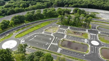 Teqmo, le centre de développement et d'essai de voiture autonome installé sur le circuit de Linas-Montlhéry (Essonne).