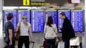 Aéroport de Barcelone, lundi. L'activité aérienne en Europe devrait reprendre ce mardi de manière plus régulière au lendemain de la décision des autorités d'ouvrir le trafic dans les zones où les cendres volcaniques venues d'Islande ne sont pas trop dense