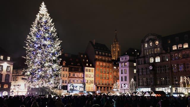 Le 29 novembre 2013, la foule au marché de Noël de Strasbourg.