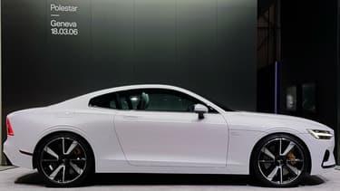 Au salon automobile de Genève (Suisse), Polestar dévoile son premier modèle, la One, une hybride rechargeable.