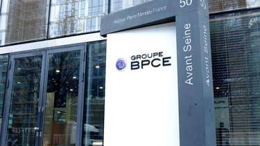 """Pour faire face """"à l'essor du numérique et à la pression des revenus"""", Groupe BPCE doit économiser 1 milliard d'euros d'ici 2020."""
