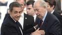 Nicolas Sarkozy salue Charles Pasqua le 30 mai 2015 lors du congrès fondateur des Républicains.