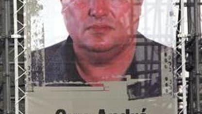 Portrait de Guy-André Kieffer à Paris. Un corps qui pourrait être celui du journaliste franco-canadien Guy-André Kieffer, disparu en avril 2004 à Abidjan, a été retrouvé vendredi après des fouilles en Côte d'Ivoire menées par un juge français et des enquê