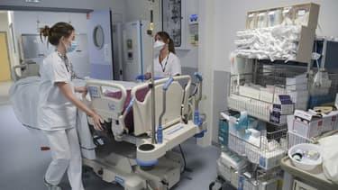 Des soignantes d'une unité médicale à l'hôpital de Mulhouse le 22 juillet 2021.