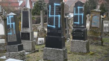 Une centaine de tombes ont été profanées au cimetière juif de Quatzenheim.