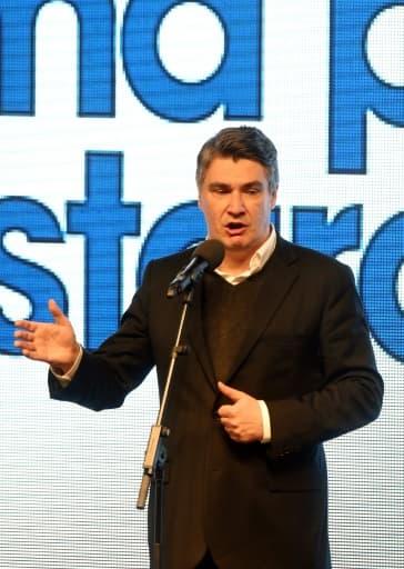 Le Premier ministre croate Zoran Milanovic, s'adresse aux militants après les premiers résultats des élections législatives qui le donne en deuxième position, le 8 novembre 2015 à Zagreb