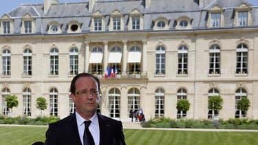 """François Hollande, qui s'est finalement """"ravisé"""" pour se plier à la traditionnelle interview télévisée du 14-Juillet, a assuré dimanche que la reprise était """"là"""" et a invité les Français à ne pas """"céder au pessimisme"""" en fixant des perspectives pour l'éco"""