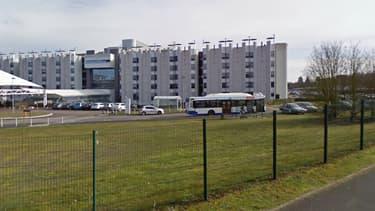 L'enfant a été conduite à l'hôpital de Bourges par sa mère, qui s'est présentée sous une fausse identité.