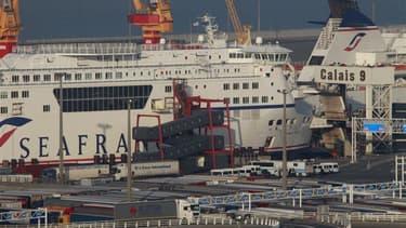 Eurotunnel a été choisi lundi pour reprendre les actifs de la compagnie maritime SeaFrance, dont trois navires, pour 65 millions d'euros, a-t-on appris auprès de l'exploitant du tunnel sous la Manche. /Photo prise le 16 novembre 2011/REUTERS/Pascal Rossig