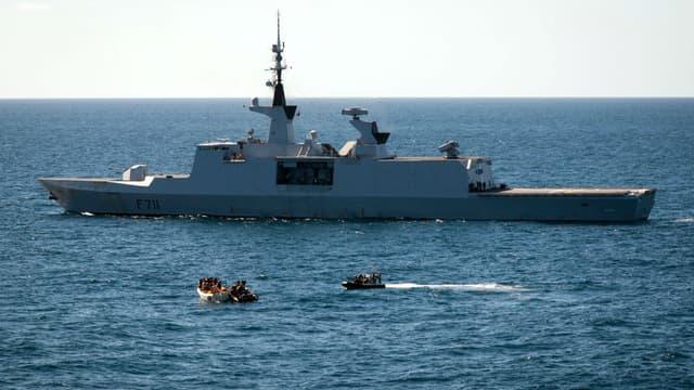 Sauvetage d'un navire attaqué par des pirates au large des côtes somaliennes, en janvier 2013