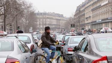 Le texte examiné par l'Assemblée doit permettre d'apaiser les tensions entre les taxis et les VTC.