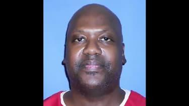 Curtis Flowers, en prison depuis 1996, va pouvoir retrouver la liberté avant un septième procès sur la même affaire, un quadruple meurtre qu'il nie avoir commis