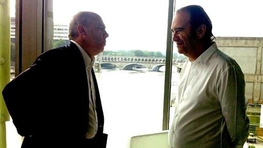 Stéphane Richard (Orange) et Xavier Niel (Free) en juin 2013 dans les coulisses d'un colloque de l'EBG