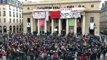 Des manifestants occupent le théâtre de l'Odéon depuis le 4 mars