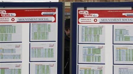 Quatre syndicats de cheminots - les fédérations CGT, UNSA, CFDT et CFTC, ont déposé un préavis de grève pour le mardi 8 novembre, dans le cadre d'un mouvement européen lancé au nom de la défense du service public. /Photo d'archives/REUTERS/Pascal Rossigno