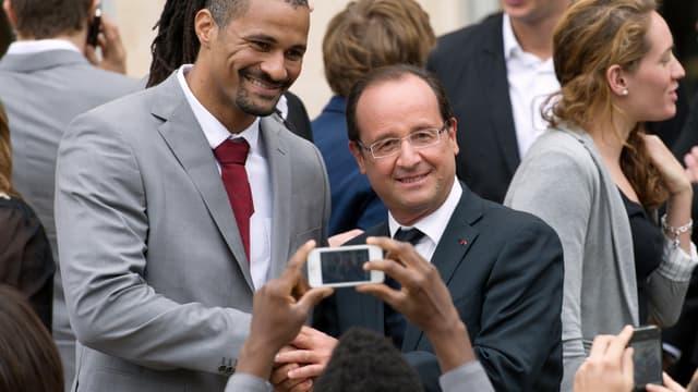François Hollande s'est offert un bain de foule très sportif lundi à l'Elysée