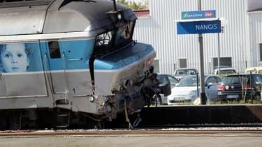 Le train accidenté, en gare de Nangis.