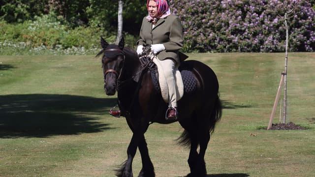 La reine Elizabeth II lors de sa première apparition publique depuis le début du confinement