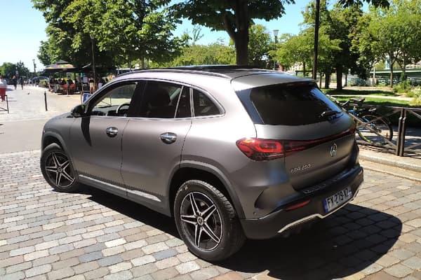 Mercedes complète sa gamme électrique avec un petit SUV, l'EQA.
