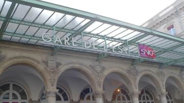 La façade de la Gare de l'Est, à Paris