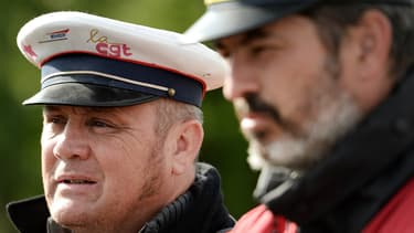 À la SNCF, les heures de délégation dont bénéficient les représentants du personnel et les élus syndicaux, représentent l'équivalent de 2200 équivalents temps plein.