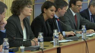 La ministre de l'Education nationale, Najat Vallaud-Belkacem, au centre de l'image.