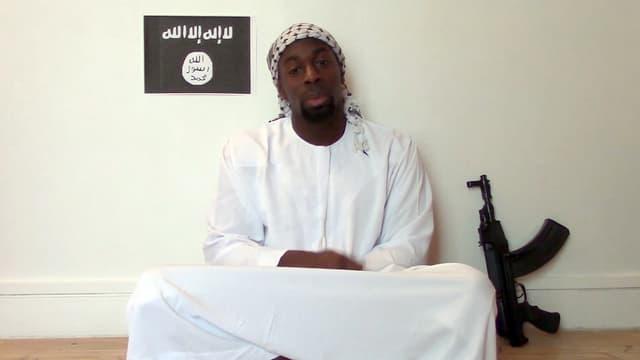 L'homme se présente comme Amédy Coulibaly et revendique l'attaque de Montrouge.