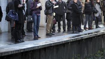"""Tout en écartant a priori tout dysfonctionnement, la ministre de la Santé, Roselyne Bachelot, a saisi mardi l'Inspection générale des Affaires sociales (IGAS) de l'affaire du """"pousseur"""" du RER. /Photo d'archives/REUTERS/Charles Platiau"""