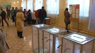 Un bureau de vote à l'ouverture, ce dimanche 16 mars au matin en Crimée.