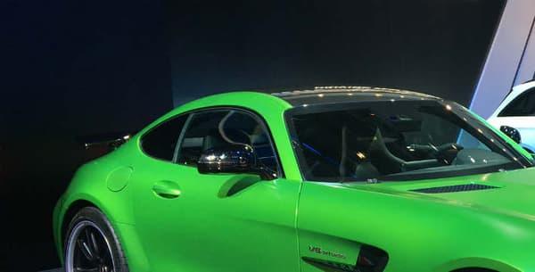 Sans la peinture verte et hors option, l'AMG GT R coûte 174.800 euros.