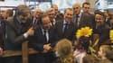 François Hollande a passé la journée de samedi au salond e l'Agriculture. C'est à un petit garçon qu'il a lancé une petite pique à l'égard de Nicolas Sarkozy. La droite n'apprécie pas.
