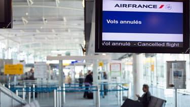 Environ 20% des vols ont déjà été perturbés ce week-end, perturbant de nombreux départs en vacances.