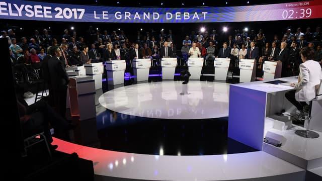 Les onze candidats à la présidentielle lors du débat organisé par BFM TV et CNews, le 4 avril 2017 à La Plaine-Saint-Denis près de Paris.