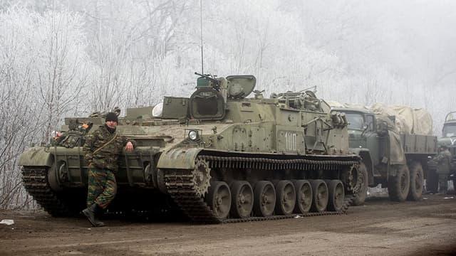 Un militaire à Svitlodarsk, dans les alentours de Debaltseve, pendant le cessez-le-feu.