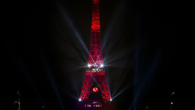 La tour Eiffel, aux couleurs de la Turquie après la victoire de son équipe face à la Croatie le 12 juin, sera aux couleurs arc-en-ciel ce lundi 13 juin