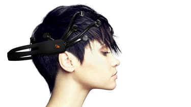 Emotiv a concu ce casque qui permet de piloter un ordinateur à distance (crédit Emotiv)