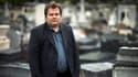 """Dans """"Mes sincères condoléances"""", Guillaume Bailly, croque-mort, raconte ses perles d'enterrement. Ici au cimetière du Montparnasse, le 16 octobre."""