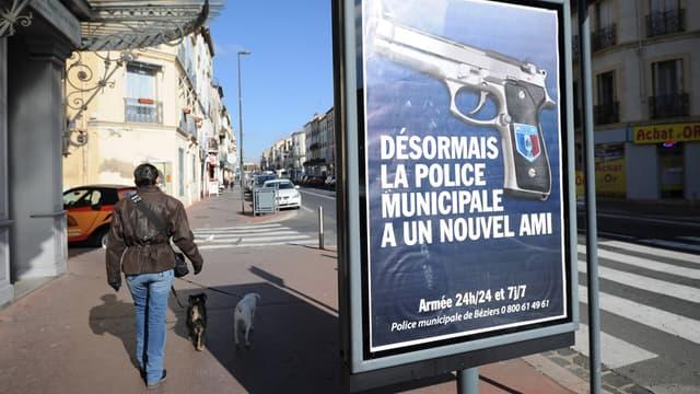 Les nouveaux panneaux publicitaires de la police municipale, installés à Béziers il y a quelques jours, ne font décidément par l'unanimité: à la suite d'un coup de colère, une vingtaine de ces sucettes publicitaires ont été dégradées.