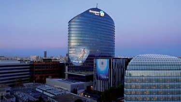 Bouygues Immobilier promoteur du projet a vendu la tour en 2007 à la société d'investissement Les Docks Lyonnais pour un montant de 484 millions d'euros.