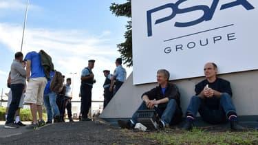 Des salariés de GM&S bloquent pacifiquement un site de PSA ce mercredi.
