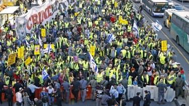 Répondant à un appel sur les réseaux sociaux, ils étaient quelques centaines à Tel-Aviv.