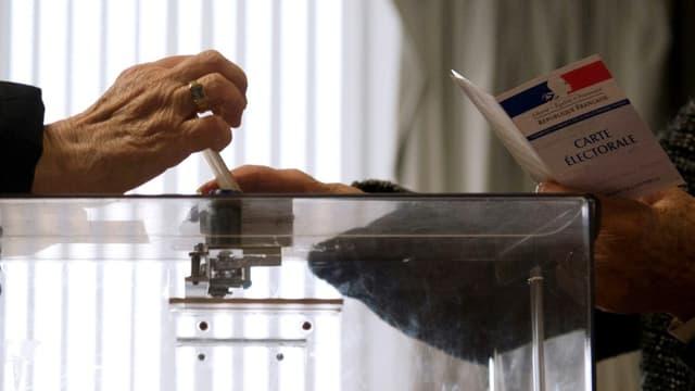 Un électeur en train de voter (Photo d'illustration).