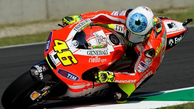 Valentino Rossi arbore un nouveau casque au Mugello