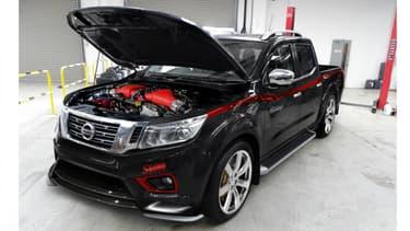 SVM se fait une spécialité de transformer n'importe quelle Nissan en engin monstrueux. Ici, un Navarra et son moteur de 811ch.