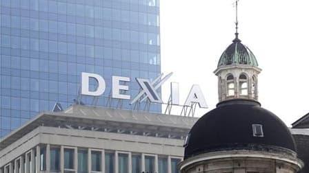 La France et la Belgique se sont engagées mardi à prendre toutes les mesures nécessaires pour sauver Dexia dont le cours de Bourse s'effondre sur fond de spéculations sur un démantèlement de la banque franco-belge. /Photo prise le 27 septembre 2011/REUTER