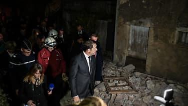 Le ministre de l'Intérieur Christophe Castaner visite le quartier de Rouviere après le séisme au Teil, au Sud-Est de la France, le 12 novembre 2109