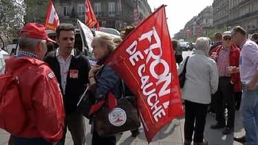 Des milliers de manifestants de gauche demandent un changement de politique à Hollande.