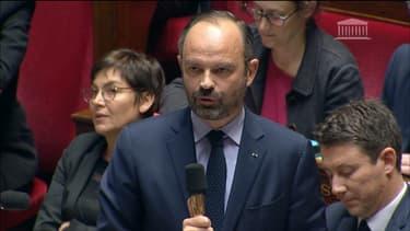 """""""Avez-vous déjà eu connaissance d'une telle augmentation de 100 euros du salaire minimum"""" a répondu Édouard Philippe au député PS, Olivier Faure."""