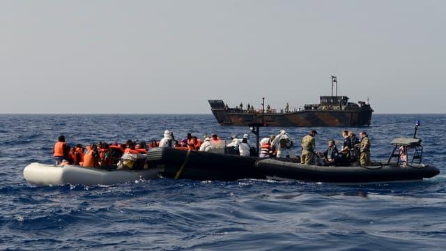 Une photo prise par le ministère britannique des Affaires étrangères au large des côtes italiennes.